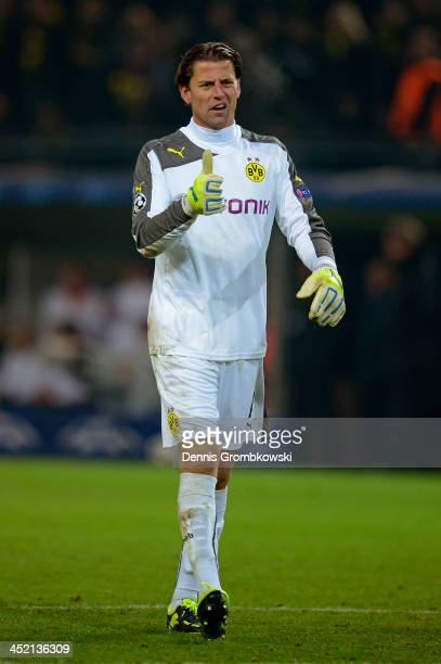 Goalkeeper Roman Weidenfeller of Dortmund gives the thumbs up during the UEFA Champions League Group F match between Borussia Dortmund and SSC Napoli...