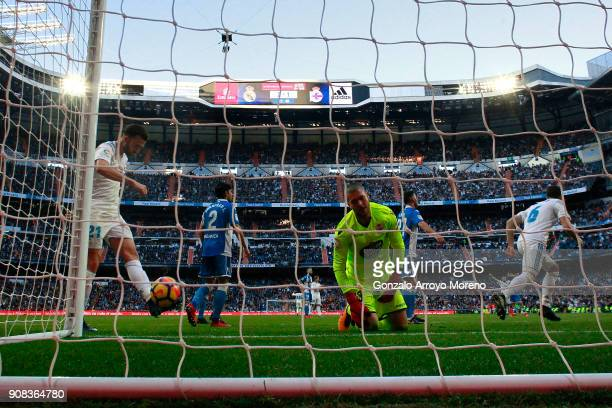Goalkeeper Ruben Martinez Andrade Deportivo La Coruna reacts after being scored by Gareth Bale during the La Liga match between Real Madrid CF and...