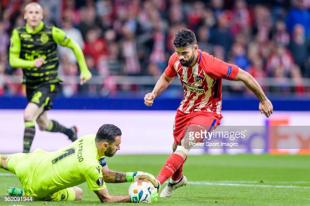 Goalkeeper Rui Patricio of Sporting CP reaches for the ball after an attempt at goal by Diego Costa of Atletico de Madrid during the UEFA Europa...