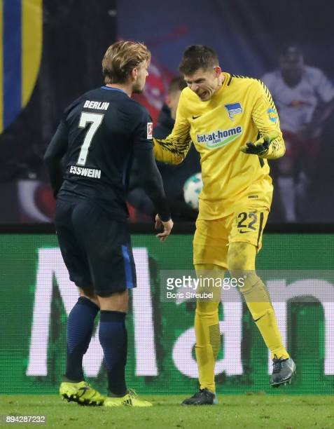 Goalkeeper Rune Jarstein of Hertha BSC reacts with Alexander Esswein of Hertha BSC after RB Leipzig scores the second goal during the Bundesliga...