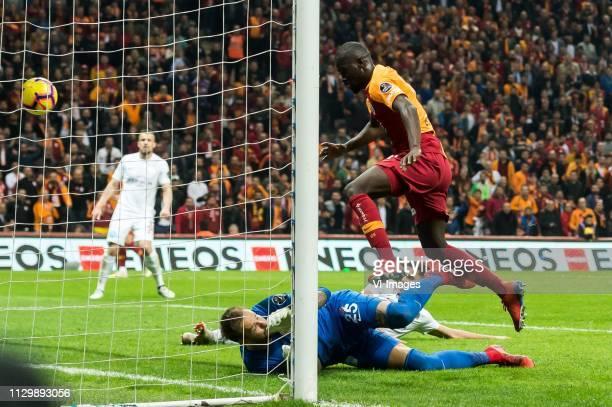 goalkeeper Ruud Boffin of Antalyaspor AS Bahadir Ozturk of Antalyaspor AS Papa Alioune Badou Ndiaye of Galatasaray SK during the Turkish Spor Toto...