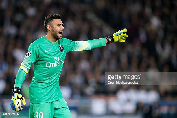 Goalkeeper Salvatore Sirigu of PSG gives his team mates instructions during the Group F UEFA Champions League match between Paris SaintGermain v FC...