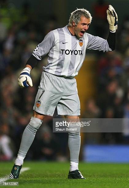Goalkeeper Santiago Canizares of Valencia gestures during the UEFA Champions League group B match between Chelsea and Valencia at Stamford Bridge on...