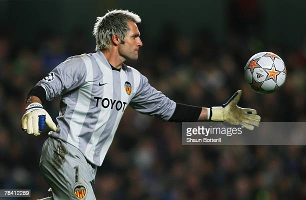Goalkeeper Santiago Canizares of Valencia in action during the UEFA Champions League group B match between Chelsea and Valencia at Stamford Bridge on...