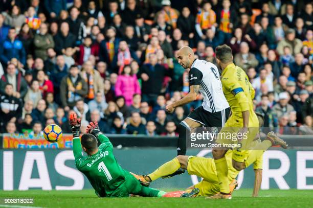Goalkeeper Sergio Asenjo Andres of Villarreal CF reaches for the ball after an attempt at goal by Simone Zaza of Valencia CF during the La Liga...