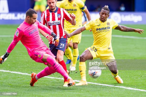 Goalkeeper Sergio Asenjo of Villarreal CF Saul Niguez of Atletico de Madrid and Pervis Estupinan of Villarreal CF battle for the ball during the La...