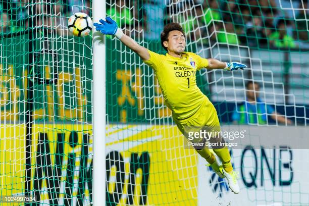 Goalkeeper Shin Hwa-Yong of Suwon Samsung Bluewings reaches for the ball after an attempt at goal by Jeonbuk Hyundai Motors during the AFC Champions...