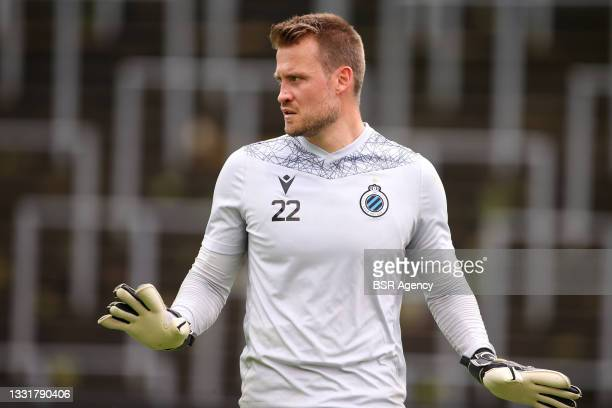 Goalkeeper Simon Mignolet of Club Brugge warming up during the Jupiler Pro League match between Union Saint Gilloise and Club Brugge at Joseph Marien...