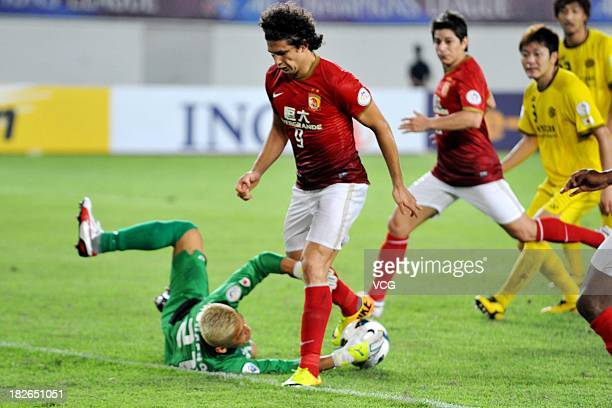 Goalkeeper Takanori Sugeno of Kashiwa Reysol stops a shot on goal by Elkeson of Guangzhou Evergrande during the AFC Champions League Semi Final 2nd...