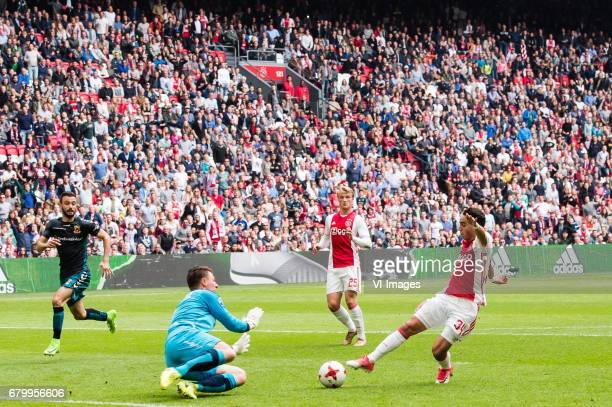 goalkeeper Theo Zwarthoed of Go Ahead Eagles Kasper Dolberg of Ajax Abdelhak Nouri of Ajaxduring the Dutch Eredivisie match between Ajax Amsterdam...