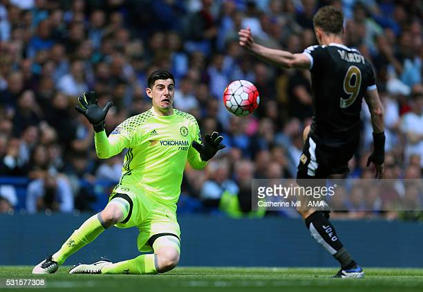 Goalkeeper Thibaut Courtois of Chelsea gets ready to save from Jamie Vardy of Leicester City during the Barclays Premier League match between Chelsea...