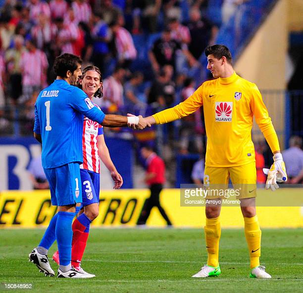 Goalkeeper Thibaut Courtois of Club Atletico de Madrid says goodbye to goalkeeper Gorka Iraizoz of Athletic Club behind them Filipe Luis Karsmirski...