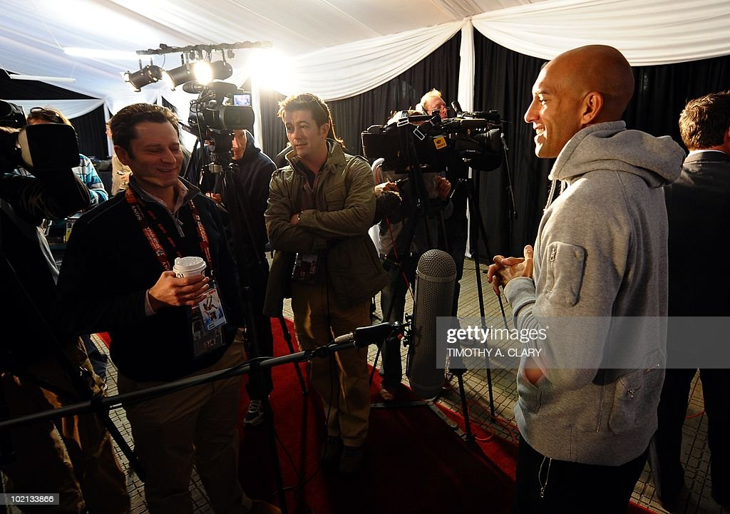 US goalkeeper Tim Howard (R) meets with the press June 16, 2010 at Irene Farm in the Pretoria township of Irene. The 2010 World Cup hosted by South Africa continues through July 11.