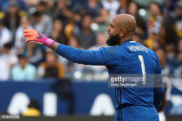 Goalkeeper Tim Howard of Colorado Rapids gestures to his defender during leg one of the Audi 2016 MLS Cup Playoff Western Conference Semfinal between...