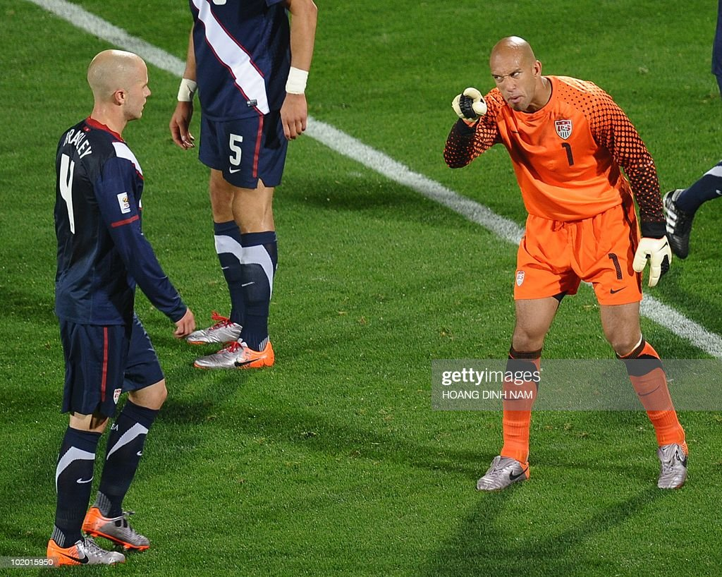 US goalkeeper Tim Howard shouts instructions to US midfielder Michael Bradley during the Group C first round 2010 World Cup football match England vs. USA on June 12, 2010 at Royal Bafokeng stadium in Rustenburg. NO