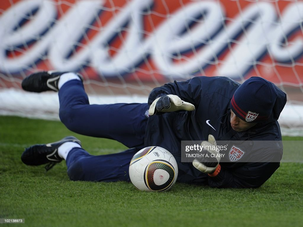 US goalkeeper Tim Howard trains at Pilditch Stadium June 16, 2010. The USA will play their 2nd 2010 World Cup match against Slovenia June 18.