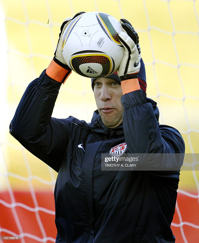 US goalkeeper Tim Howard  trains at Pild