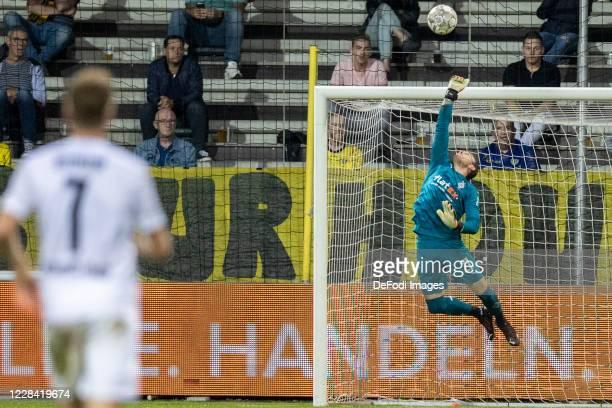 goalkeeper Tobias Sippel of Borussia Moenchengladbach controls the ball during the preseason friendly match between VVVVenlo and Borussia...