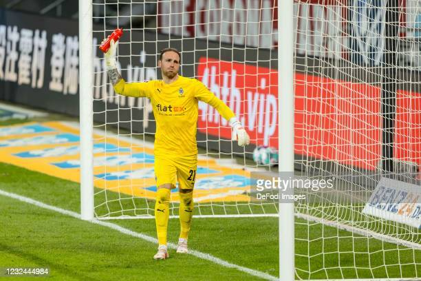 Goalkeeper Tobias Sippel of Borussia Moenchengladbach gestures during the Bundesliga match between TSG Hoffenheim and Borussia Moenchengladbach at...