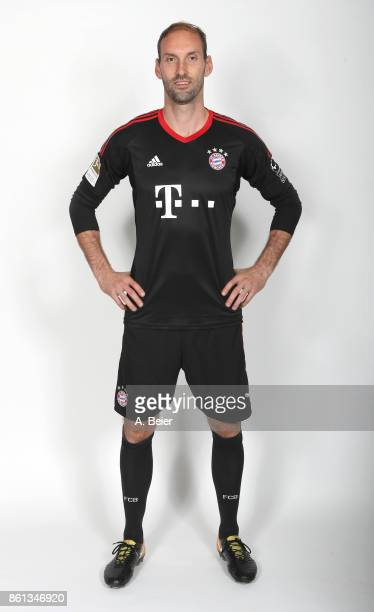 Goalkeeper Tom Starke of FC Bayern poses during a photo session at the FC Bayern Muenchen training ground on October 11 2017 in Munich Germany