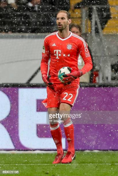 Goalkeeper Tom Starke of Muenchen controls the ball during the Bundesliga match between Eintracht Frankfurt and FC Bayern Muenchen at...