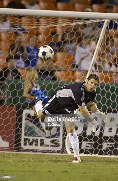 Goalkeeper Tony Meola of the Kansas City Wizards throws the ball into play during game two of the MLS Cup Playoff Series against the Los Angeles...