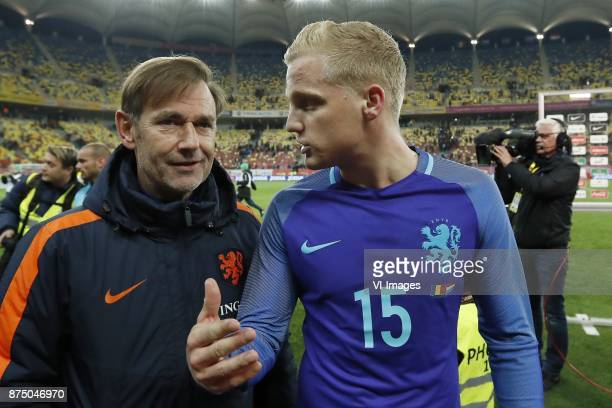 goalkeeper trainer Frans Hoek of Holland Donny van de Beek of Holland during the friendly match between Romania and The Netherlands on November 14...