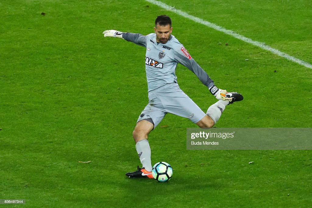 Goalkeeper Victor of Atletico MG in action during a match between Fluminense and Atletico MG part of Brasileirao Series A 2017 at Maracana Stadium on August 21, 2017 in Rio de Janeiro, Brazil.