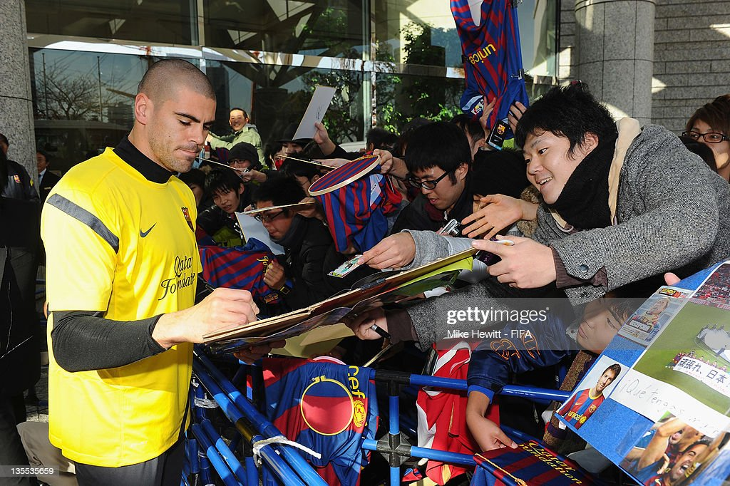 Goalkeeper Victor Valdes of Barcelona signs autographs prior to the Barcelona training at Marinos Town on December 12, 2011 in Yokohama, Japan.