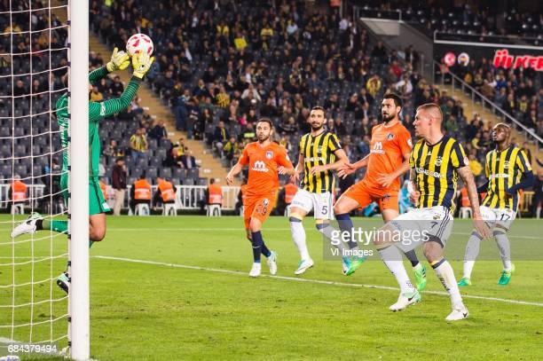 goalkeeper Volkan Babacan of Istanbul Medipol Basaksehir FK Erdem Alparslan of Istanbul Medipol Basaksehir FK Mehmet Topal of Fenerbahce SK Bekir...