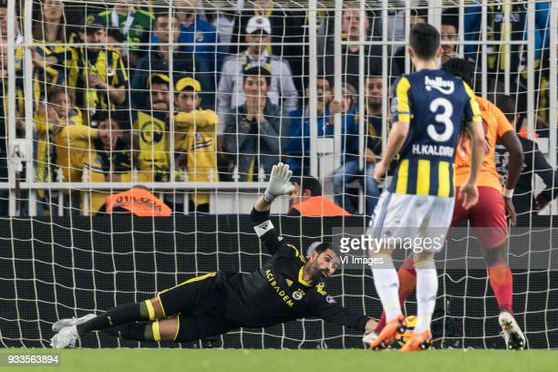 goalkeeper Volkan Demirel of Fenerbahce SK Hasan Ali Kaldirim of Fenerbahce SK Bafetimbi Gomis of Galatasaray SK during the Turkish Spor Toto Super...