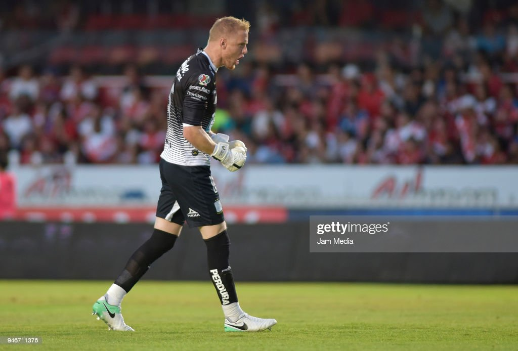 Goalkeeper William Yarbrough of Leon celebrates after Mauro Boselli (not in frame) scored the first goal of his team during the 15th round match between Veracruz and Leon as part of the Torneo Clausura 2018 Liga MX at Luis 'Pirata' de la Fuente Stadium on April 15, 2018 in Veracruz, Mexico.