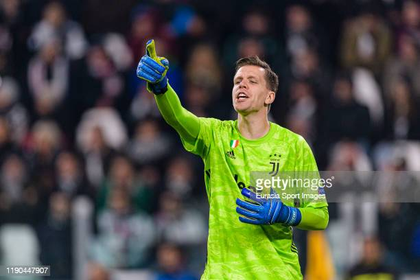 Goalkeeper Wojciech Szczsny of Juventus gestures during the UEFA Champions League group D match between Juventus and Atletico Madrid at Juventus...