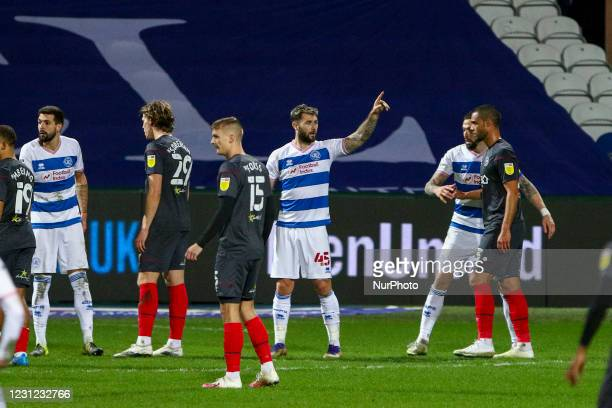Goalscorer Charlie Austin acknowledges the bench after his goal during the Sky Bet Championship match between Queens Park Rangers and Brentford at...
