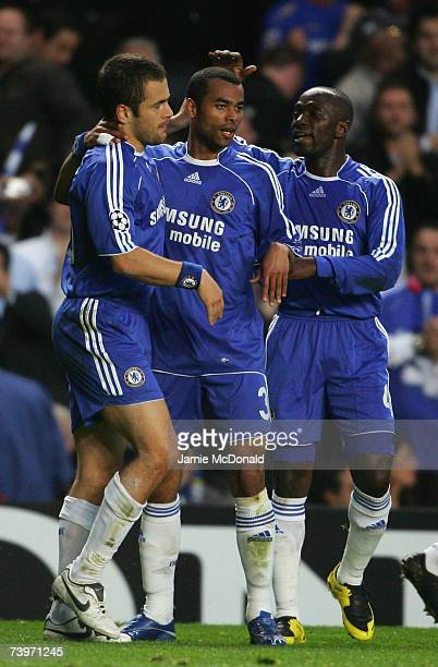 Goalscorer Joe Cole of Chelsea celebrates with team mates Ashley Cole and CLaude Makelele during the UEFA Champions League semi final, first leg...