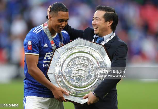 Goalscorer Kelechi Iheanacho and Leicester owner Aiyawatt Srivaddhanaprabha with the trophy during the FA Community Shield match between Leicester...