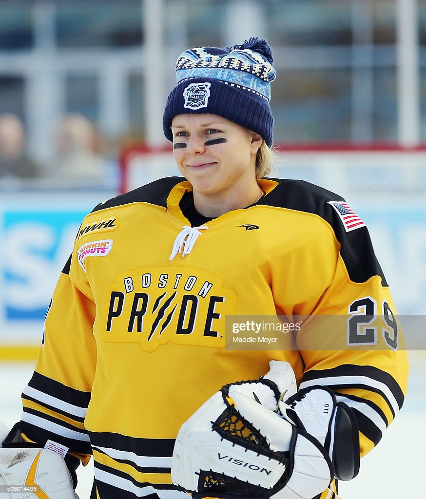 2016 Bridgestone NHL Winter Classic - Women's Hockey Classic : ニュース写真