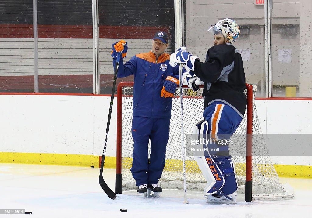 Edmonton Oilers Practice : News Photo