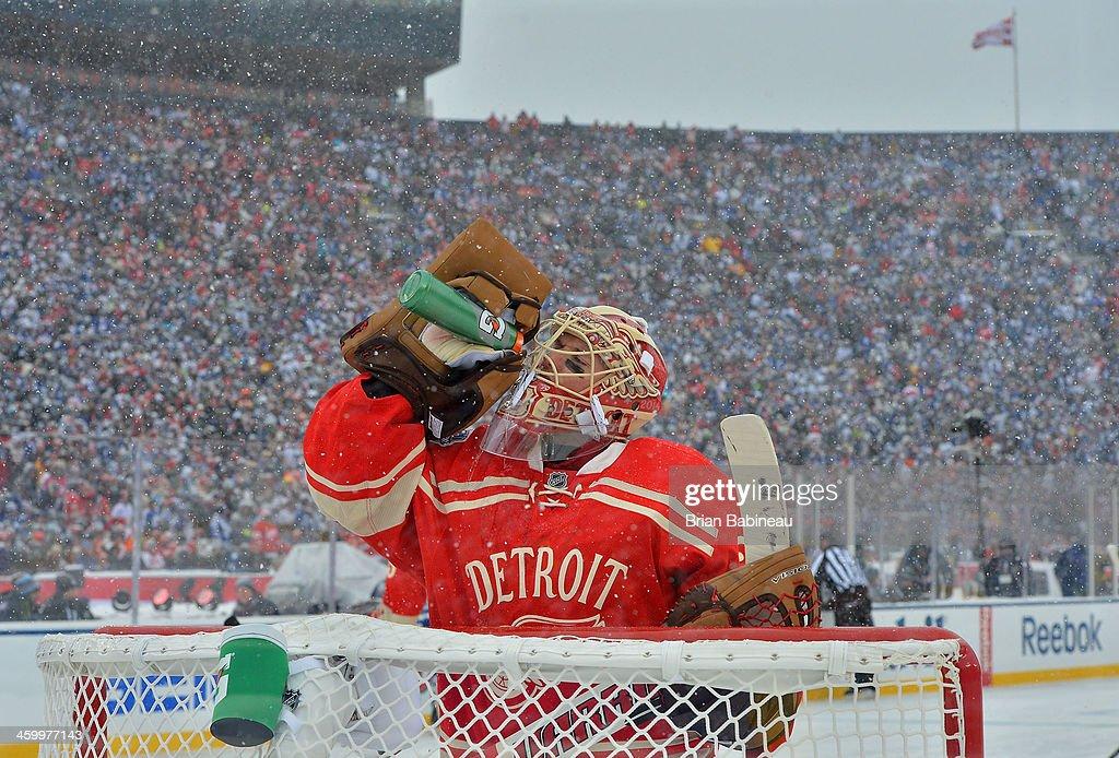 2014 Bridgestone NHL Winter Classic - Toronto Maple Leafs v Detroit Red Wings : News Photo