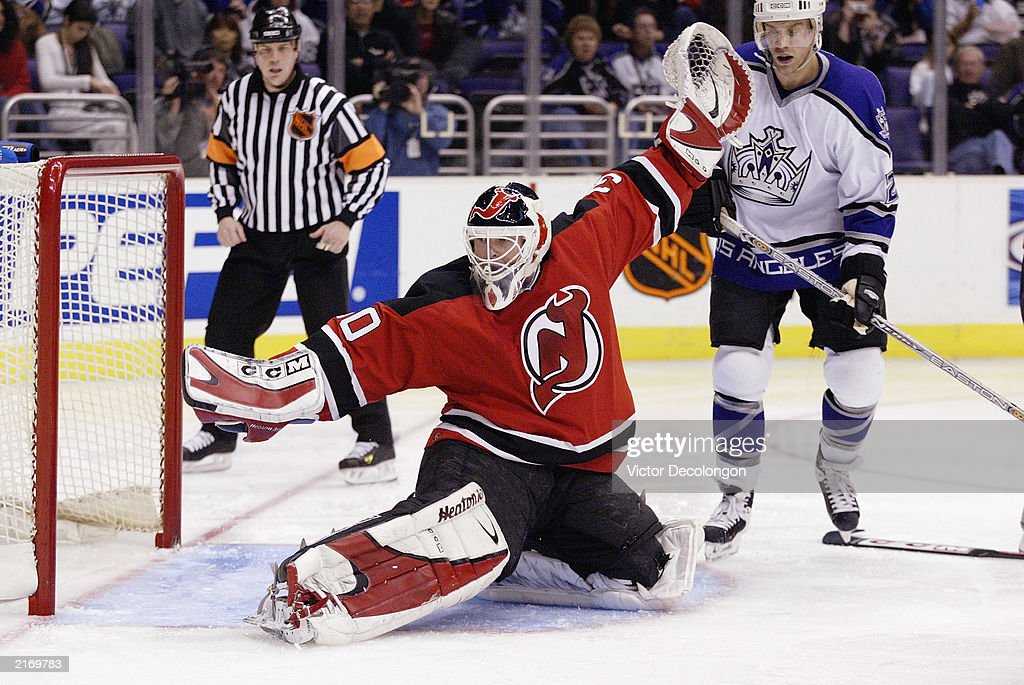 Martin Brodeur protect the net  : News Photo