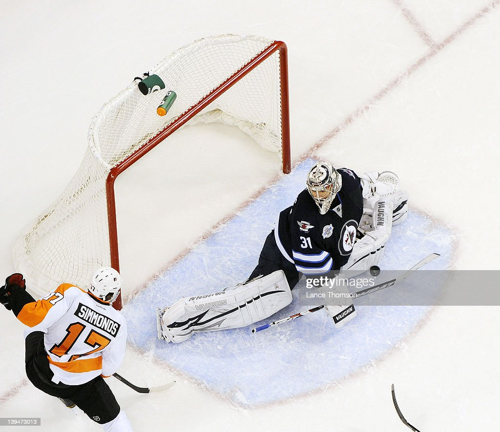 Goaltender Ondrej Pavelec #31 of the Winnipeg Jets makes a split save against Wayne Simmonds #17 of the Philadelphia Flyers during third period action at the MTS Centre on February 21, 2012 in Winnipeg, Manitoba, Canada.