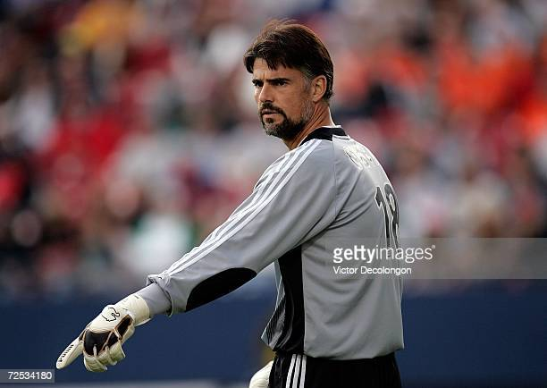 Goaltender Pat Onstad of the Houston Dynamo directs his teammates into position against the New England Revolution during the 2006 MLS Cup at Pizza...