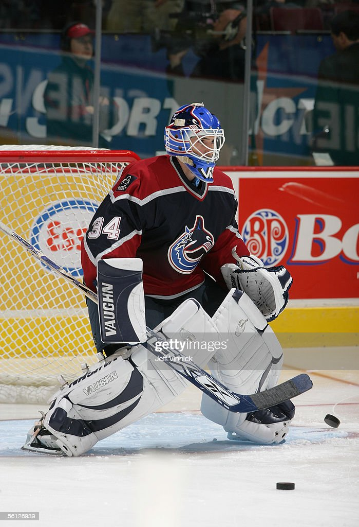 goaltender-rob-mcvicar-of-the-vancouver-