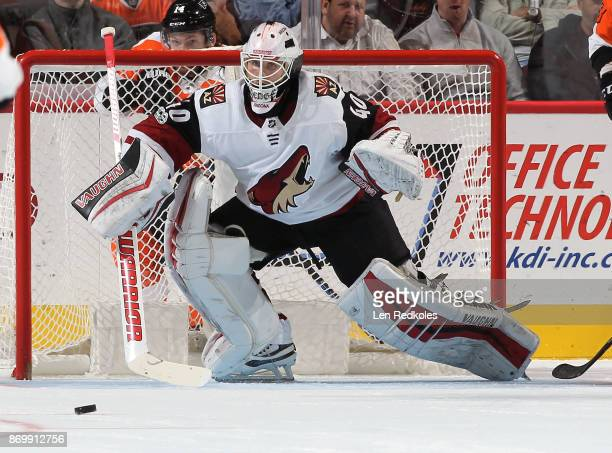 Goaltender Scott Wedgewood of the Arizona Coyotes prepares to stop a shot on goal by the Philadelphia Flyers on October 30 2017 at the Wells Fargo...
