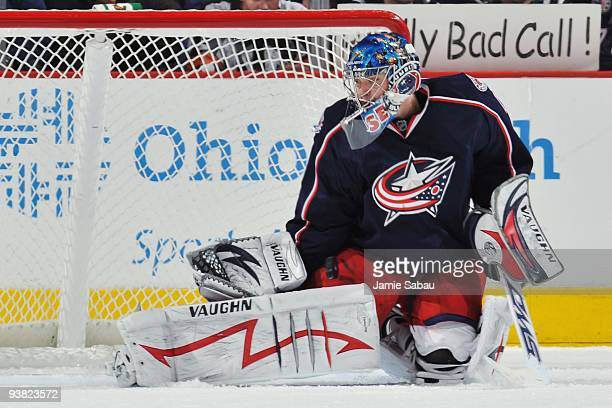 Goaltender Steve Mason of the Columbus Blue Jackets makes a save against the St. Louis Blues on November 30, 2009 at Nationwide Arena in Columbus,...
