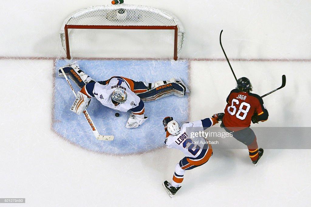 New York Islanders v Florida Panthers - Game One : News Photo