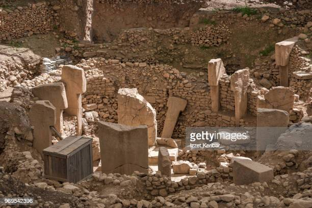 "gobeklitepe big stones, sanliurfa vicinity southeastern turkey""nclose detaill of carvings on old menhirs of gobeklitepe - şanlıurfa stock pictures, royalty-free photos & images"