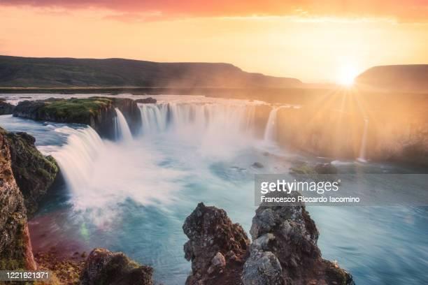 godafoss, myvatn, iceland. waterfall of the gods at sunset - francesco riccardo iacomino iceland foto e immagini stock