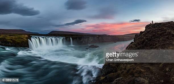 godafoss waterfall in iceland - barre stockfoto's en -beelden