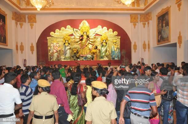 Goddess Durga wears 22kg GOLD designer sari worth Rs 65 crore Indian currencyDesigned by Kolkatabased fashion designer Agnimitra Paul it took around...